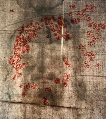 Desenho de flores sobre os buracos de informação do Santo Sudário